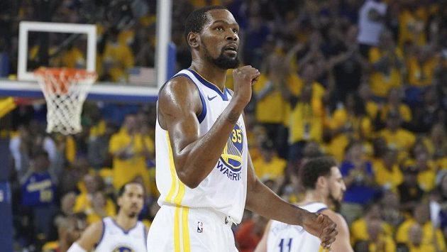 Kevin Durant (35) z Golden State při utkání s Houstonem.