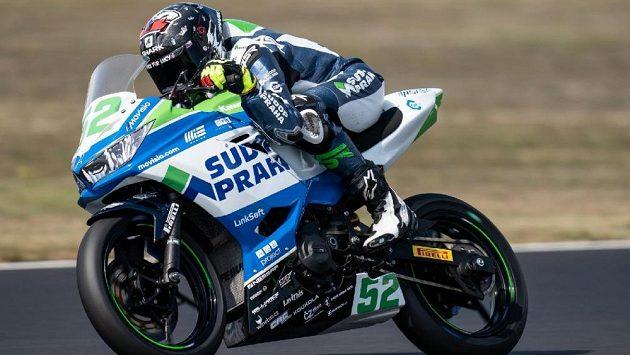 Český motocyklista Oliver König ve Francii nezačal dobře. V prvním závodě skončil na 21. místě.