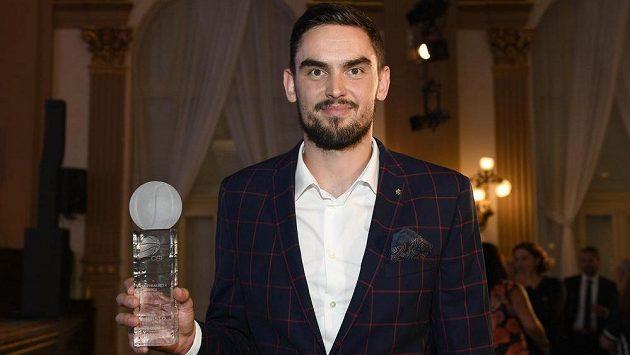 Nejlepším českým basketbalistou sezony se stejně jako loni a celkově popáté v kariéře stal Tomáš Satoranský.