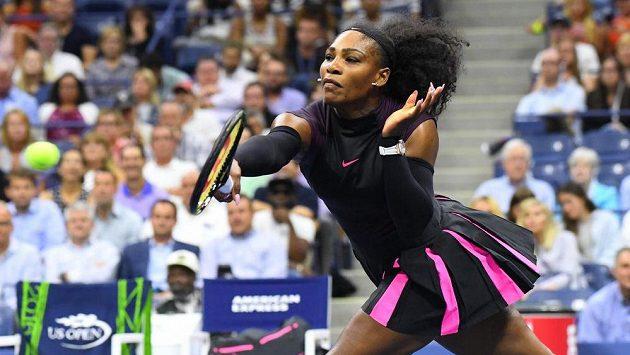 Serena Williamsová ve druhém kole US Open při utkání s další Američankou Vaniou Kingovou.