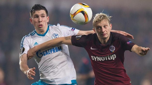 Se Schalke Ladislav Krejčí (vpravo) a spol. dvakrát remizovali. Dortmund je ještě větší kalibr...