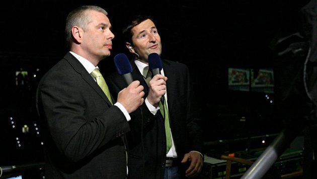 Milan Antoš (vlevo) v roli hokejového experta po boku komentátora Roberta Záruby.