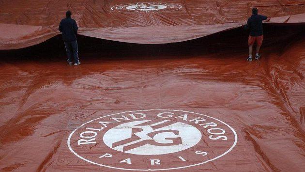 Kvůli dešti byla část sobotního programu na French Open zrušena.