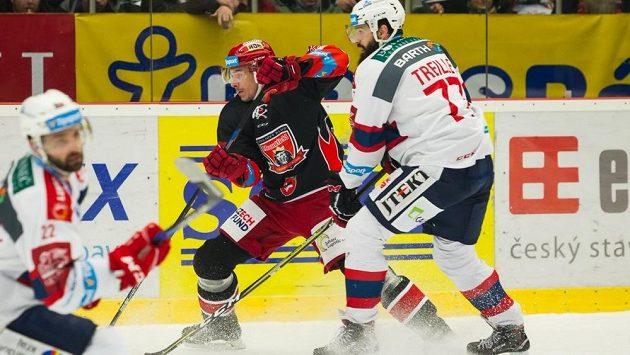 Hokejové derby mezi Hradcem Králové a Pardubicemi bývá vždy vyhrocené na ledě i mezi fanoušky.