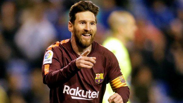 Lionel Messi z Barcelony se raduje po svém třetím gólu proti La Coruně.