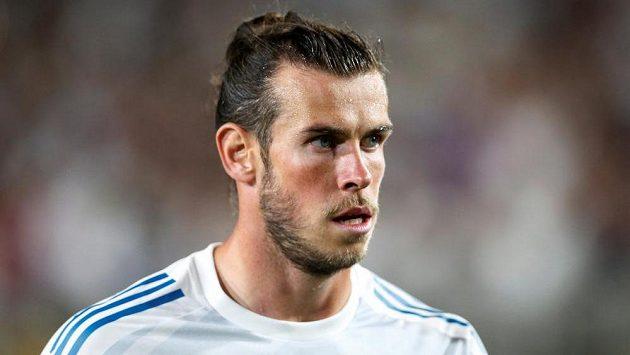 Svůj vlastní fotbalový trávník Gareth Bale má. Nesmí na něm ovšem hrát...