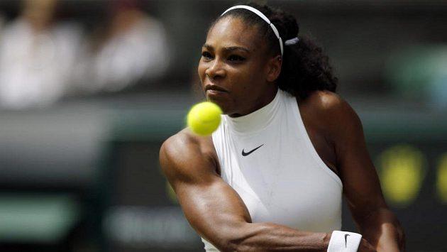 Američanka Serena Williamsová hladce postoupila do osmifinále Wimbledonu.
