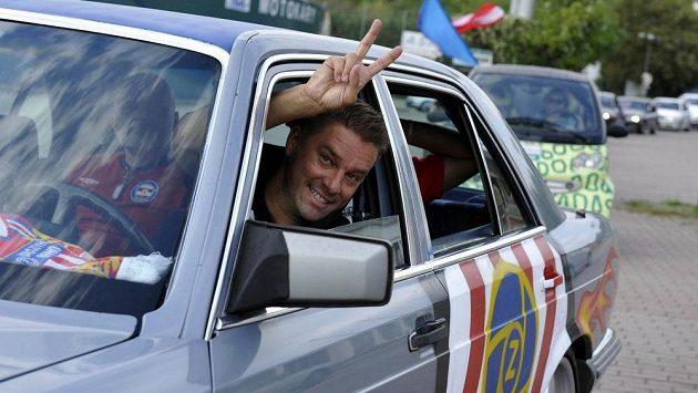 Petr Švancara s mercedesem, který dostal na červnové rozlučce s kariérou za Lužánkami. Ilustrační snímek.