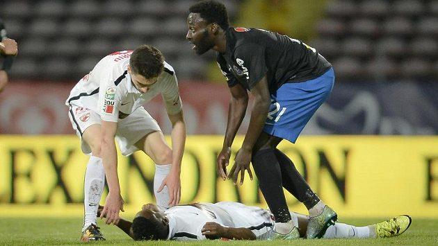 Fotbalista Dinama Bukurešť Patrick Ekeng zkolaboval během zápasu rumunské ligy s Viitorulem Constanta.