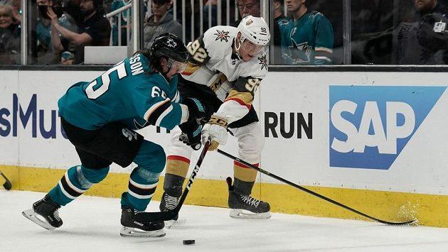 Hokejový útočník Tomáš Nosek z týmu Vegas Golden Knights v akci během utkání play off NHL.