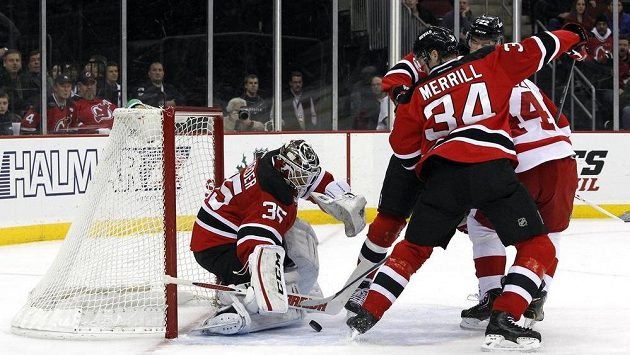 Americký brankář Schneider je v Devils považovaný za nástupce legendárního Martina Brodeura.