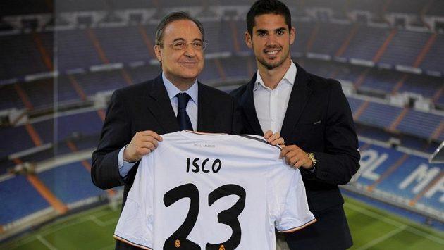 Nová posila Realu Madrid Isco (vpravo) a prezident Bílého baletu Florentino Pérez.