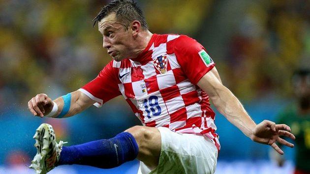 Chorvatský útočník Ivica Olič v utkání s Kamerunem.