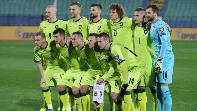 Svítivě zelené dresy si česká fotbalová reprezentace přibalí i na EURO.