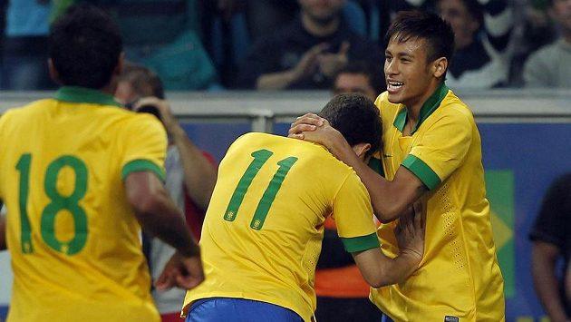 Neymar (zcela vpravo) je největší hvězdou Brazilců.