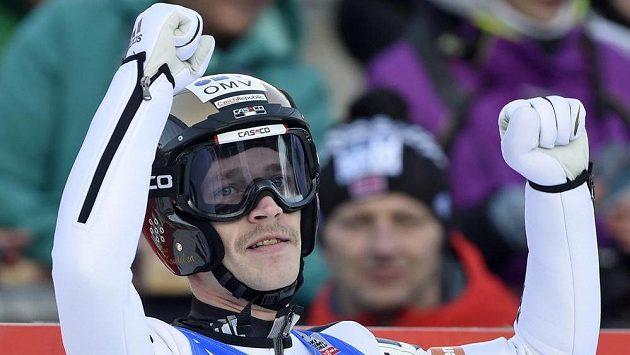 Roman Koudelka v německém Klingenthalu poprvé vyhrál závod Světového poháru ve skocích na lyžích.