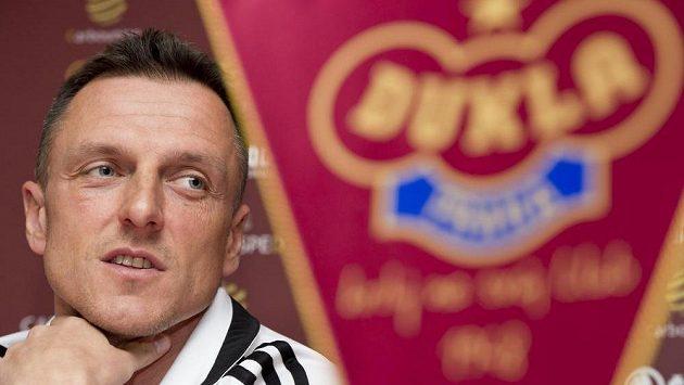 Trenér Dukly Praha Luboš Kozel před startem jarní části fotbalové Synot ligy přiznal, že chce v tabulce výš.