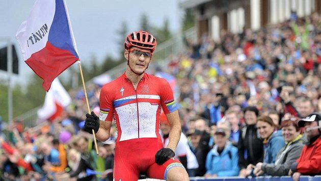 Český jezdec Jaroslav Kulhavý se raduje v Novém Městě z vítězství