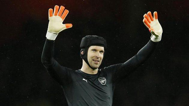 Petr Čech si osobně došel pro své zatoulané rukavice.