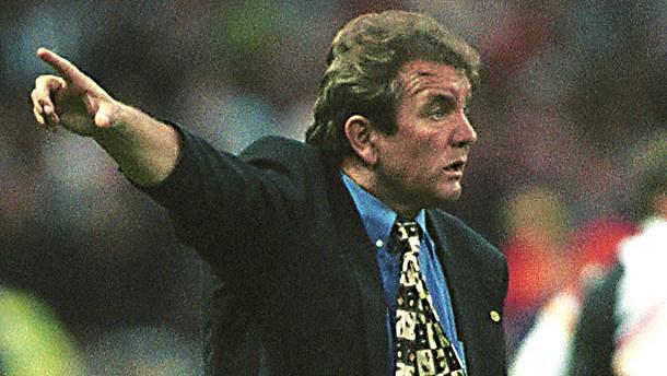Trenér Dušan Uhrin starší během úspěšného Eura 1996.