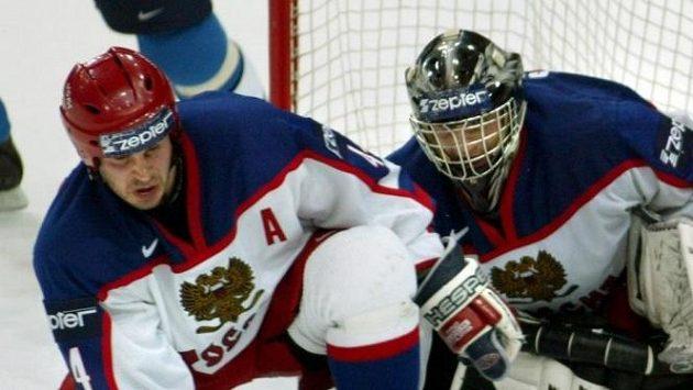 Bývalý ruský hokejista Valerij Karpov (vlevo).