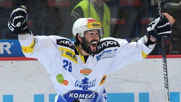 Radek Dlouhý z Brna se raduje z druhého gólu.