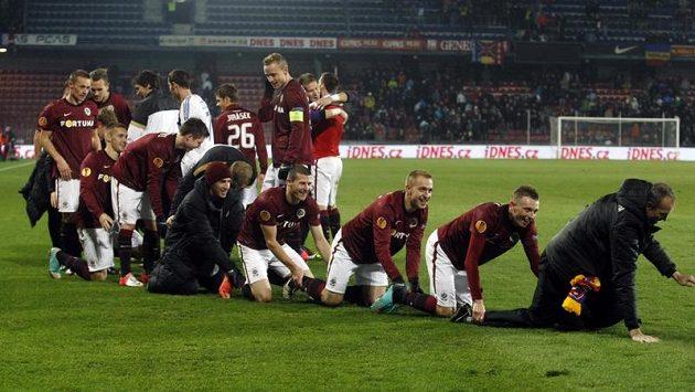 Sparťané oslavují postup do jarních bojů Evropské ligy. Vydrží jim radost i proti Chelsea...?