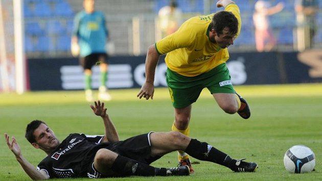David Kobylík (vpravo) neproměnil v zápase penaltu.