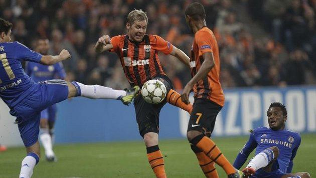 Tohle byla gólová střela Tomáše Hübschmana, po níž vynikl jeho kamarád Petr Čech...