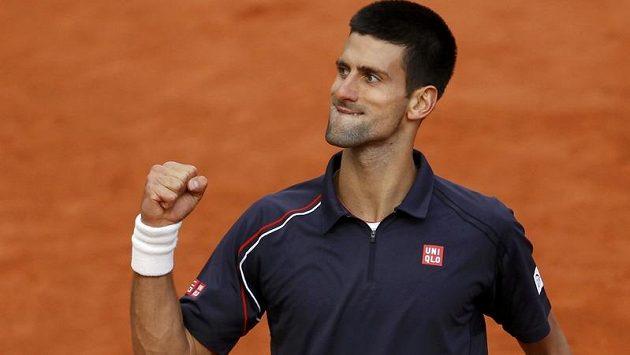 Vítězné gesto srbského tenisty Novaka Djokoviče