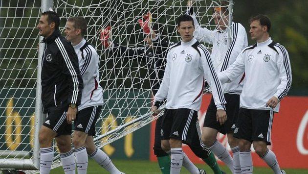 Němečtí fotbaloví reprezentanti (na snímku Miroslav Klose, Sven Bender, Julian Draxler and Benedikt Hoewedes) si ze soustředění ve francouzském Tourrettes odskočí v neděli do Monaka na formuli.