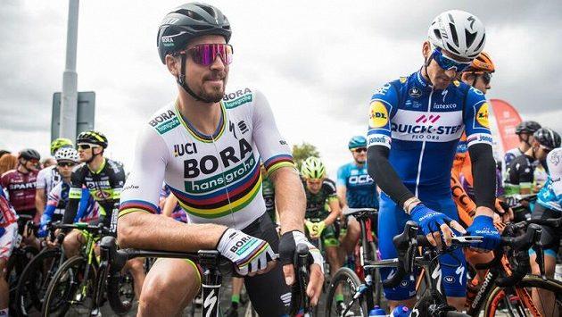 Slovák Peter Sagan a český cyklista Zdeněk Štybar (vpravo) na startu společného cyklistického šampionátu v Plzni.