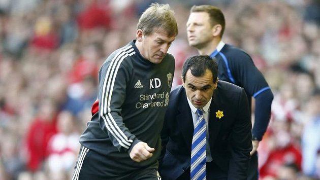 Donedávna ještě vedl Roberto Martínez (vpravo) Wigan, nyní by se mohl po Kennym Dalglishovi (vlevo) přemístit na manažerskou pozici do Liverpoolu.