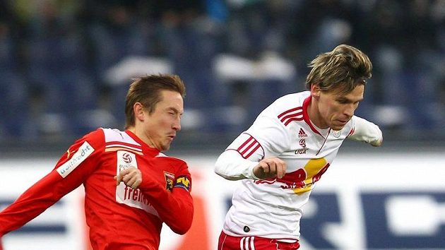 Fotbalista Patrik Ježek (vlevo) v dresu Admiry Trenkwalder