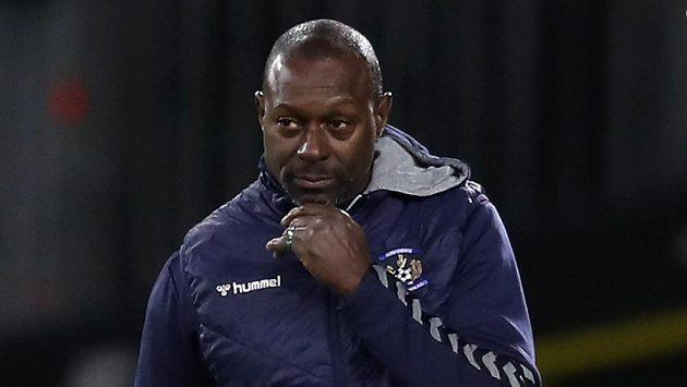 Trenér fotbalistů Kilmarnocku Alex Dyer se stal terčem rasistických urážek.