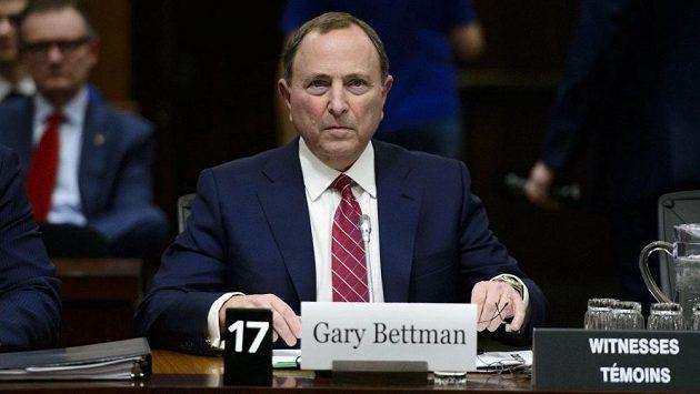 Komisionář NHL Gary Bettman v kanadském parlamentu.