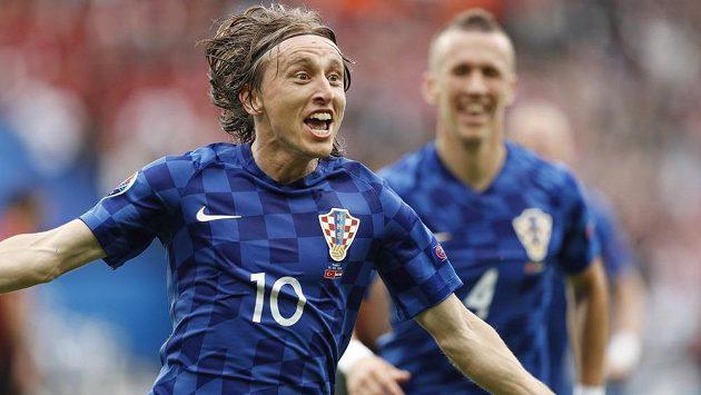 Luka Modrič oslavuje svůj gól proti Turecku.