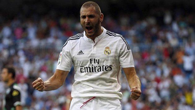 Útočník Realu Madrid Karim Benzema slaví gól proti Córdobě v prvním kole španělské La Ligy.