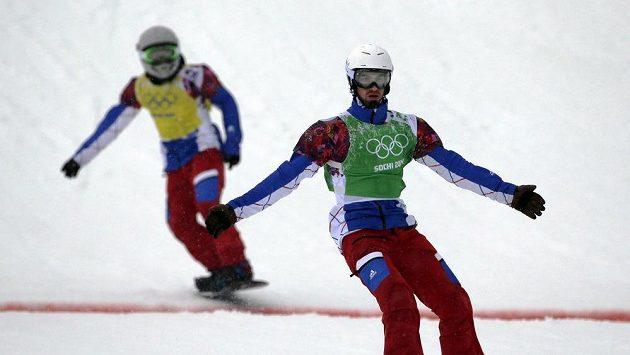 Francouzský snowboardkrosař Pierre Vaultier (vpravo).