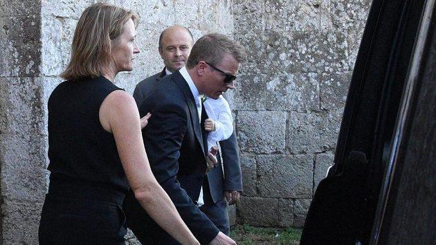 Kimi Räikkönen (v brýlých) před svatbou s Minttu Virtanenovou.