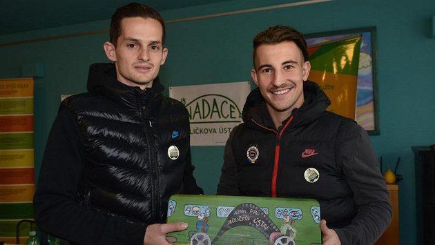 Fotbalisté Sparty Praha Mario Holek a Lukáš Vách na návštěvě Jedličkova ústavu.