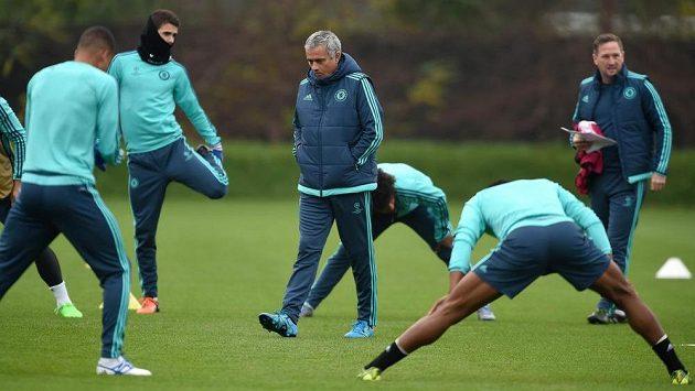 José Mourinho na středečním tréninku fotbalistů Chelsea.