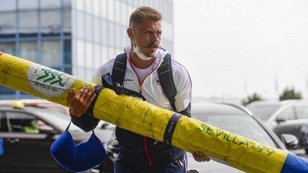 Atleti před odletem reagovali na český skandál v Tokiu.