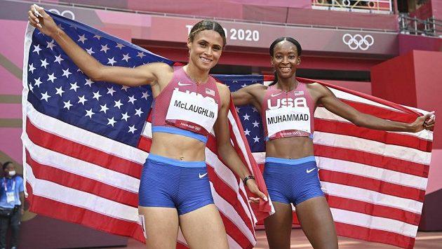 Sydney Mclaughlinová (vlevo) a Dalilah Muhammadová - nejrychlejší ženy historie čtvrtky překážek