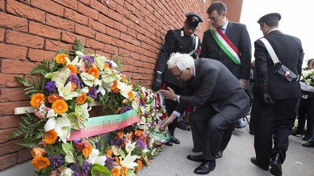 V Bruselu uctili památku obětí tragédie na stadiónu Heysel, která se stala před 30 lety při finále Poháru mistrů evropských zemí mezi fotbalisty Juventusu Turín a Liverpoolu.