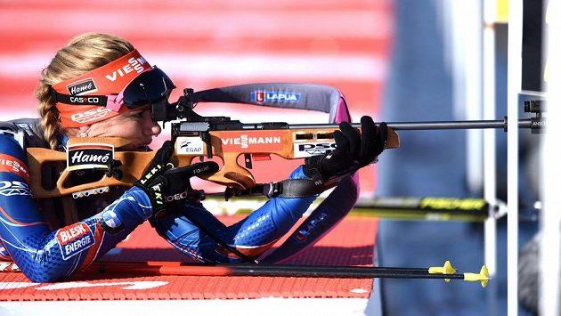 Gabriela Soukalová na střelnici.
