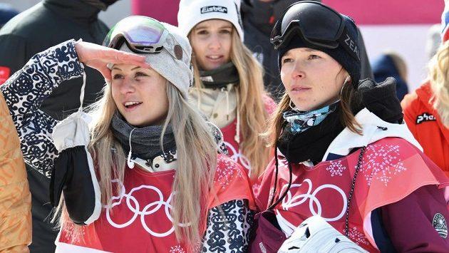 České snowboardistky Šárka Pančochová a Kateřina Vojáčková při olympijské soutěži v Big Airu - ilustrační foto.