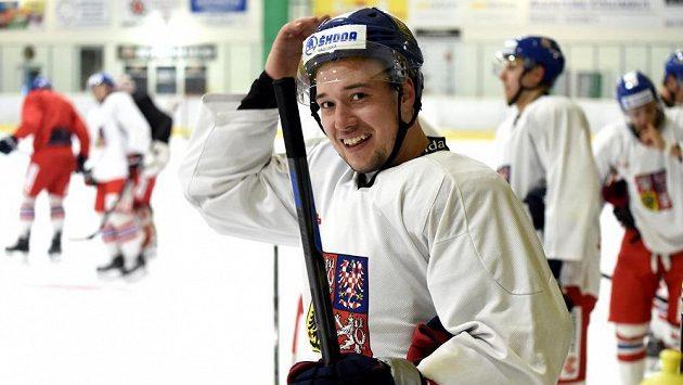 Útočník Jan Kovář během tréninku na kempu hokejové reprezentace ve Velkých Popovicích.