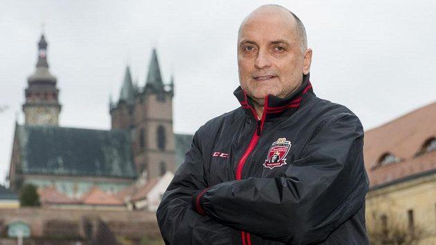 Vladimír Kýhos převzal hokejisty Hradce Králové.