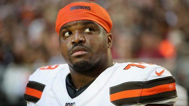 Profesionální hráč amerického fotbalu v NFL Greg Robinson z týmu Cleveland Browns skončil ve vězení, poté co u něj policisté objevili 70 kilogramů marihuany.